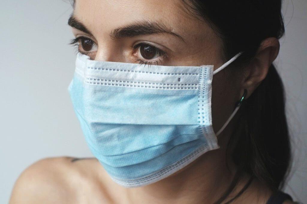 Frau mi Maske #Coronavirus