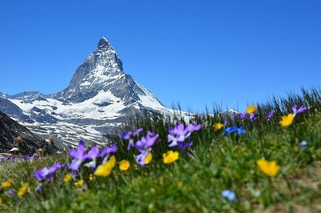 Die Schweiz hat neben dem beeindruckendem Bergpanorama der Schweizer Alpen, Glacier Express und Alphorn auch ein leistungsfähiges Bankwesen zu bieten. Mit dem Schweizer Kredit für Deutsche können wir auch nördlich der Alpen an den Vorzügen der Schweiz teilhaben.